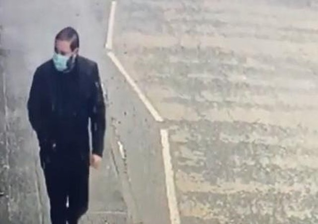 Police are trying to trace this man in connection with a series of mobile phone thefts across Leicestershire, including one in Melton EMN-210415-095207001