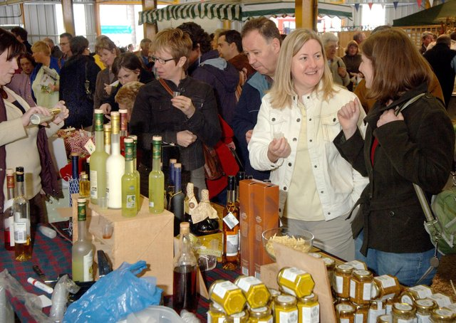 Visitors to the East Midlands Food Festival in Melton enjoy the event in 2017 EMN-210429-174308001