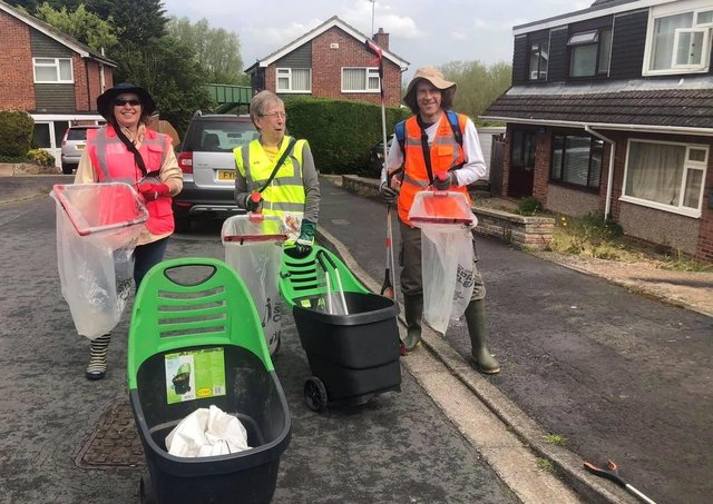 Members of Melton Wombles out on a litter pick EMN-210206-121333001