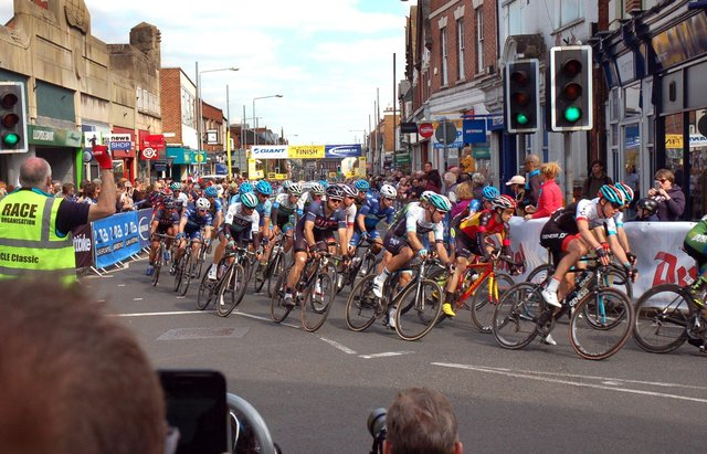 The race passes through Sherrard Street for the first lap of the finishing circuit in 2017 EMN-210428-120716001